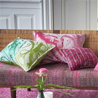 MAJELLA FUCHSIA CUSHION2